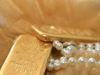 Arany ékszerek.