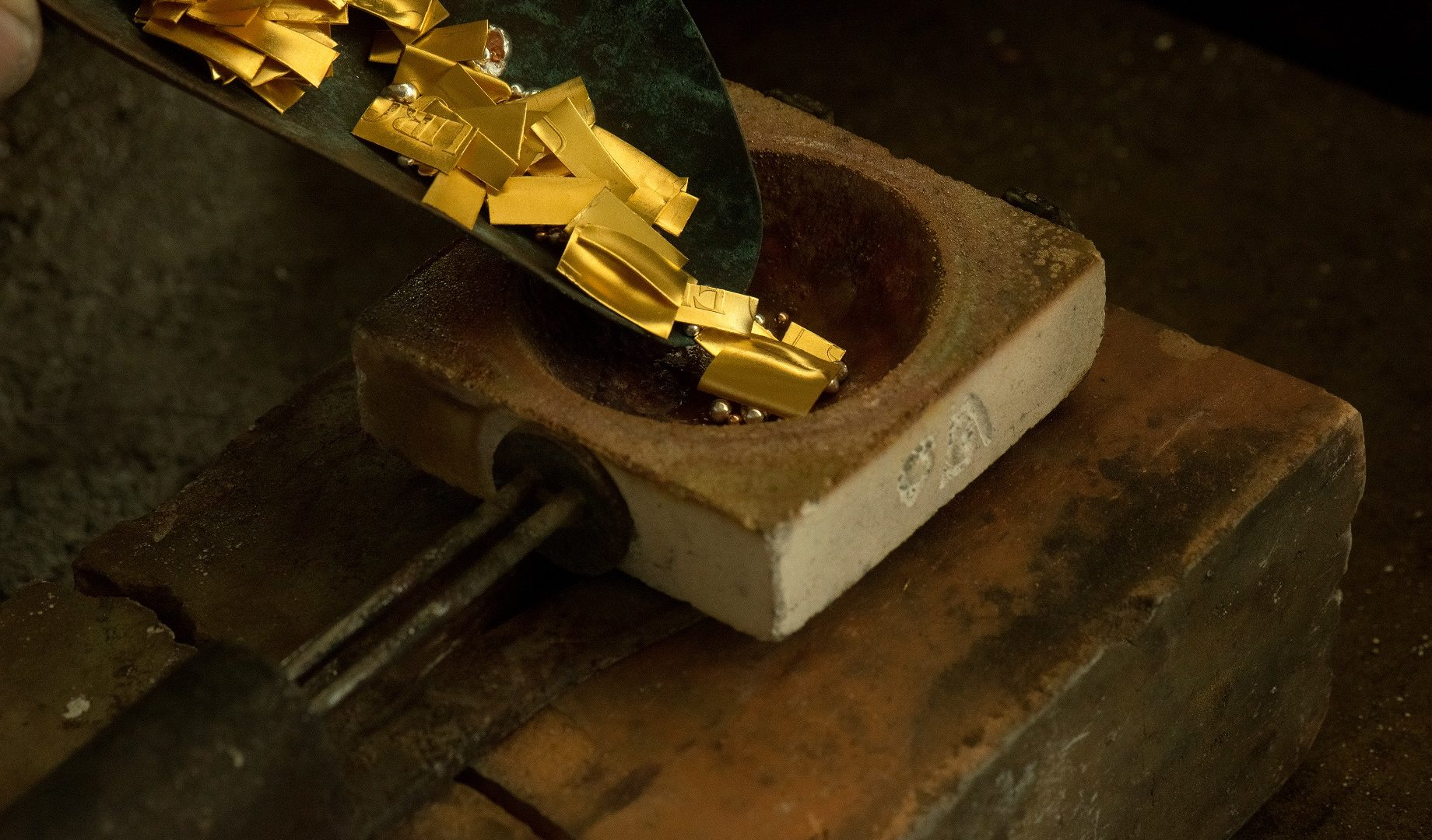 Dollárban 1400 fölött az arany!